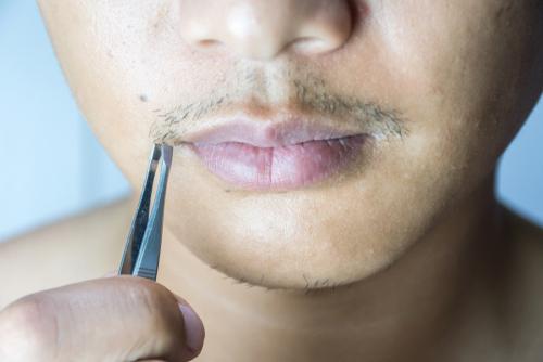 と 髭 なる 剃る 濃く