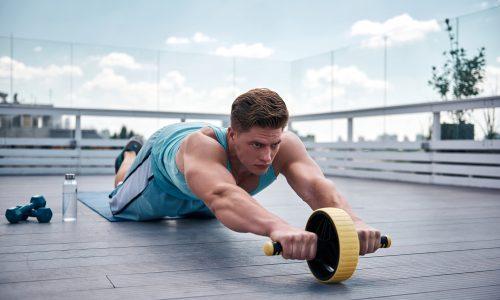 腹筋ローラーの効率的な使い方|最速でバキバキ腹筋へ!初級・中級・上級編に分けたトレーニングメニューを徹底解説