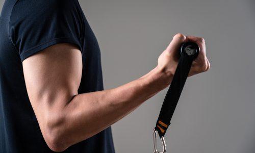 【超手軽】チューブトレーニングメニュー13選|腹筋や背筋、大胸筋など部位別!全身の効率的な鍛え方