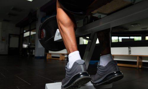 【ふくらはぎ強化】ヒラメ筋の鍛え方10選|自宅やマシン使用のタイプ別!筋肉をほぐすストレッチメニューも解説