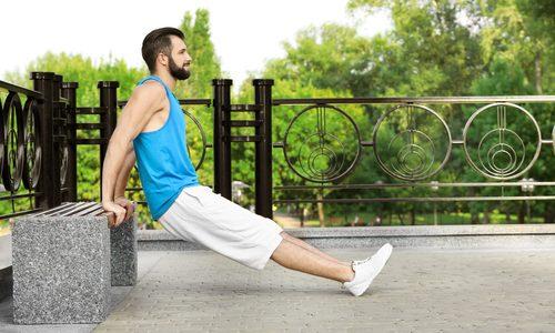リバースプッシュアップのやり方|初級・中級・上級のレベル別!上腕三頭筋や広背筋を効率的に鍛えるメニュー