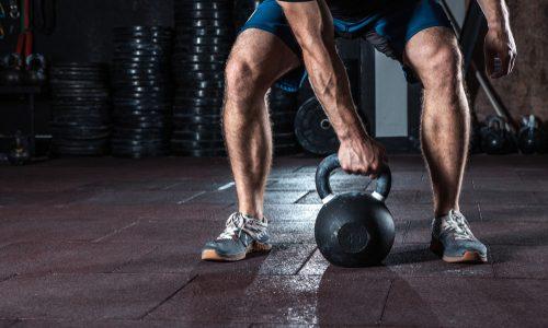ケトルベルの使い方10選|体幹や全身の筋肉強化が自宅でできる!初級・中級・上級のレベル別トレーニングを徹底解説